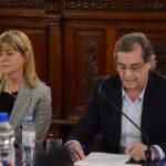 Capitani fue al Senado, negó que haya discriminación asistencial y rechazó las denuncias de la oposición